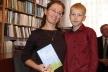 Рівненська вчителька Оксана Філіпчук презентувала книгу «Торкнутися неба»