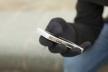 У чоловіка викрали мобільний телефон на вулиці в Рівному
