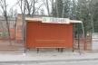 У Сарнах вандали розтрощили зупинку (Фотофакт)