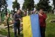 Здолбунівські активісти встановили на могилі Василя Жука державний прапор