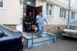 У Рівному рятувальники відчинили двері помешкання, де без свідомості перебувала літня жінка