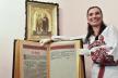 Рівненська майстриня Олена Медведєва вишиває книги за допомогою голок, ниток та полотна (Відео)