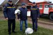 Сарненські рятувальники подарували одяг, каску та пожежні рукави В'ячеславові Ніколайчуку