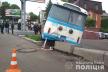 У центрі Рівного старий тролейбус їздив заднім ходом, протаранив авто та злетів на узбіччя (ФОТО, ВІДЕО)