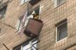 На четвертому поверсі у Рівному обірвався балкон