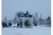 На Кореччині у селі Дивань жартівники закинули на дах зупинки громадського транспорту три вози та туалет
