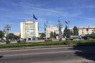 Рівненських патрульних просили розібратися з триколором у центрі міста: подумали, що прапор Росії