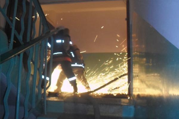 21 людину евакуювали вогнеборці під час пожежі у житловому будинку
