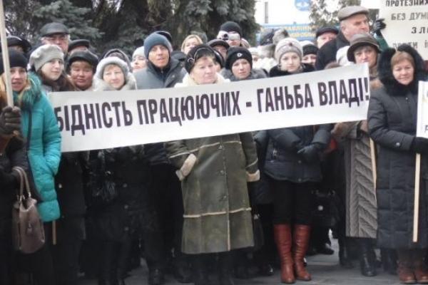 У 60 відсотків українців погіршився рівень життя. Головною причиною вважають війну, погану владу та корупцію