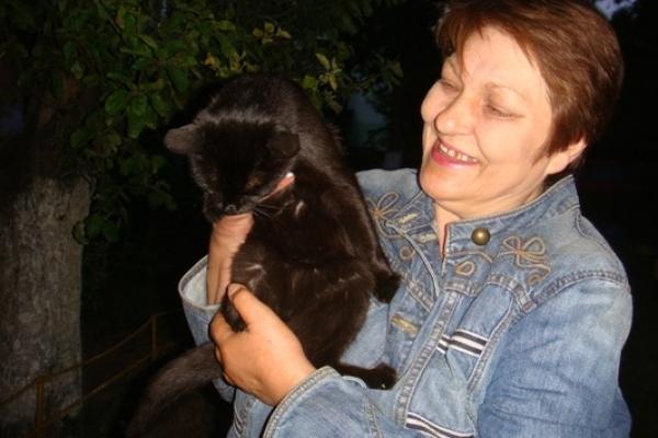 Лариса – котяча мама. І їй дуже потрібна допомога