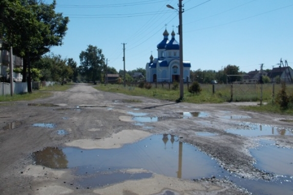 З нашого базальту вимощені площі Парижа і Москви. Чому ж так занехаяні дороги в самому Базальтовому?