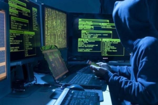 Банки, заправки та пошта: на Рівненщині попереджають про атаки хакерів