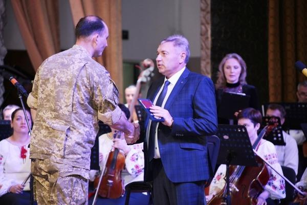Голова Луганської ОДА нагородив журналіста з Рівного