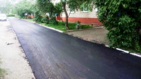 У Сарнах капітальний ремонт – дорогу кладуть скрізь і якісну