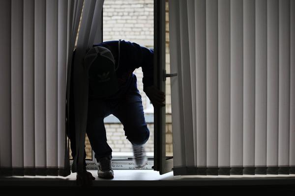 У Рівному затримали чоловіка, який незаконно проник у квартиру своєї колишньої (Фото)