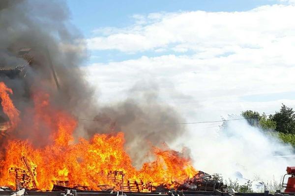 На Рівненщині горіли тисяча тюків соломи