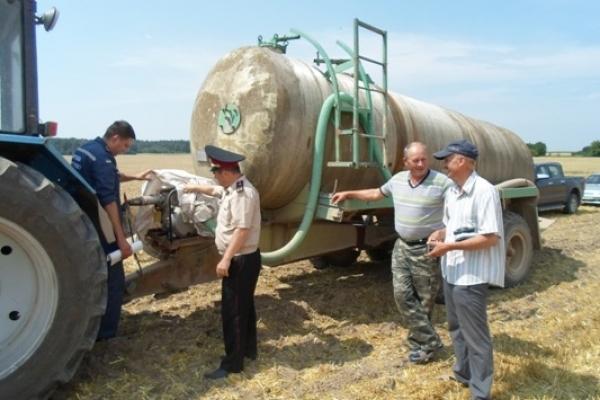Демидівські та Сарненські рятувальники дбають про збереження врожаю