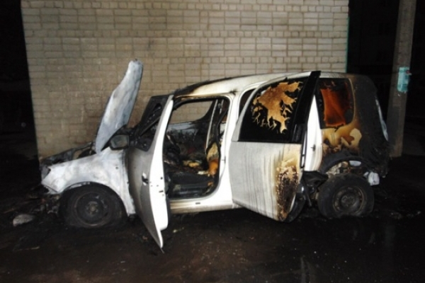 В Рівненській області за добу вогнем знищено дві автівки