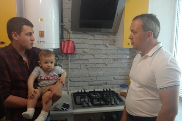 Очільник Рівненщини відвідав атовця Івана Лепеху в новому помешканні