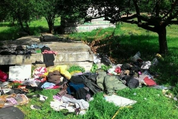 У Рівному продовжують стихійно викидати сміття (Фото)