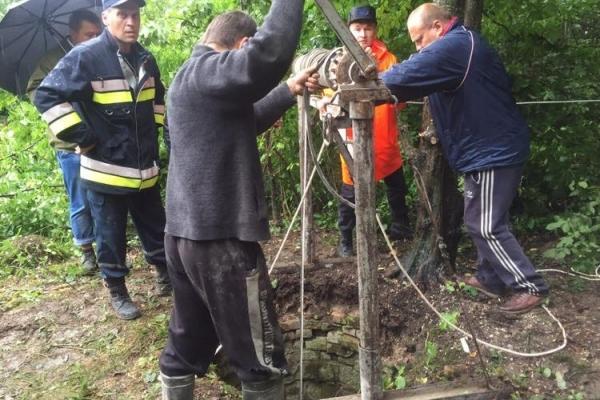Жахлива смерть на Рівненщині: чоловік впав у колодязь (Фото)
