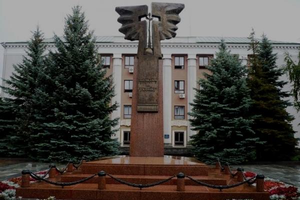 У Рівному 36 депутатів розпочали 15 чергову сесію міськради