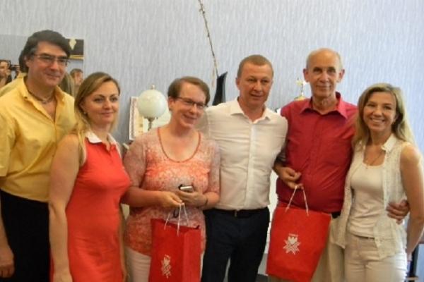 Рівненській музичній школі подарували інструменти з Німеччини