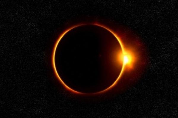 Завдяки NASA повне сонячне затемнення може побачити кожен бажаючий (Відео)