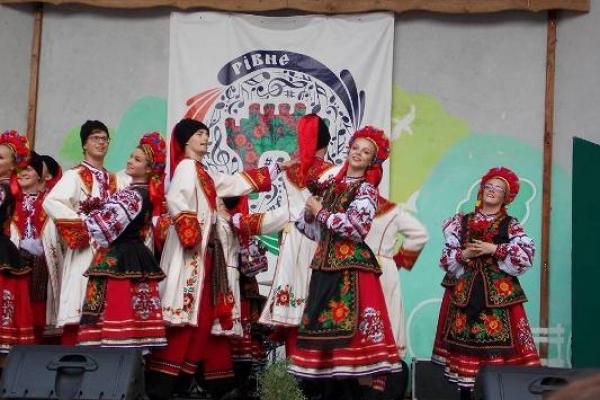Народний ансамбль танцю «Барвінок» із Канади зчинив у Рівному фурор