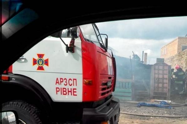 На Рівненщині вибухом знищено кафе та невеличкий базарчик, версії різні (Фото)