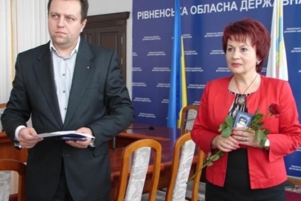 На Рівненщині учасники АТО нагородили медалями обласну владу