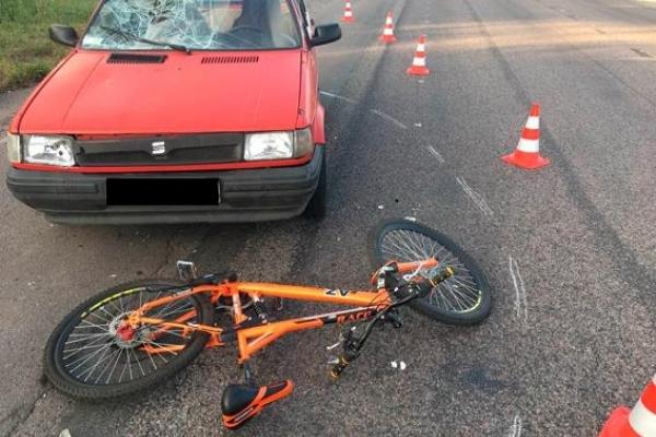 Водій наїхав на велосипедиста прямо біля АЗС (Фото)