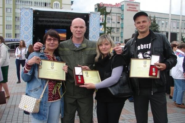 Волонтерів з Рівненщини за гуманітарну участь в АТО відзначив Президент