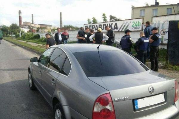 Рівненські поліцейські влаштували погоню та затримали автомобільних злодіїв (Фото)