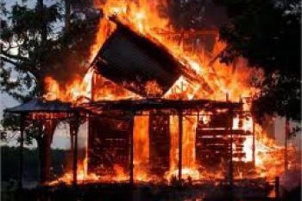 Поліцейські встановлюють обставини загибелі чоловіка під час пожежі на Кореччині