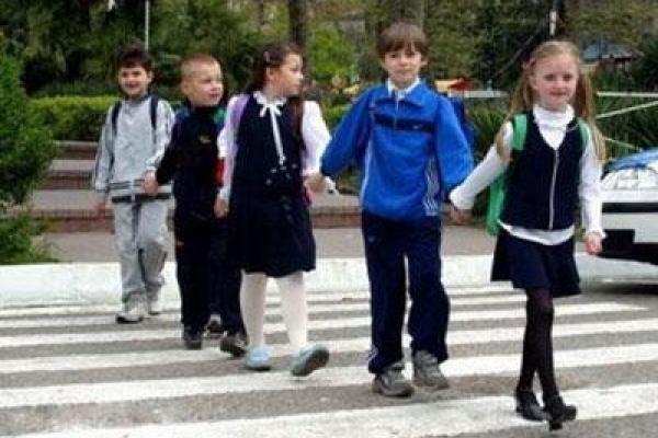 Поліція просить дорослих нагадати дітям правила поведінки на дорозі