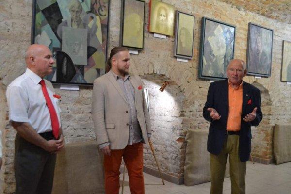 В Острозькій академії виставка унікальних картин Романа Петрука