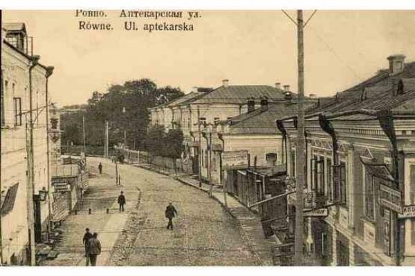Старими вулицями Рівного проводять безкоштовні екскурсії