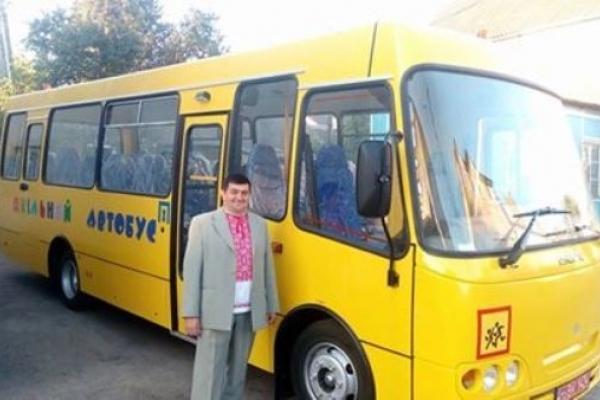 Для Білашівської школи, що на Здолбунівщині, придбали новенький шкільний автобус
