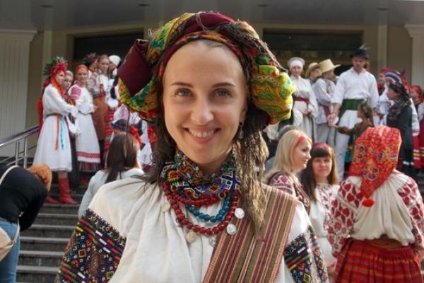 У Рівному вперше – День українського традиційного костюма (фоторепортаж)