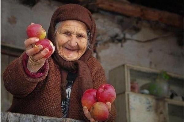 Учасники благодійної акції «Милосердя» закликають до пожертв задля старих і немічних