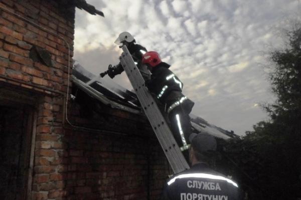 Поблизу Рівного гасили пожежу 12 вогнеборців (Відео)
