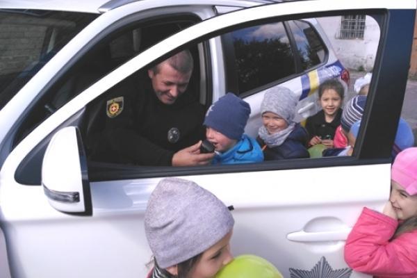 Дубенських школяриків навчали поведінці на дорозі поліцейські
