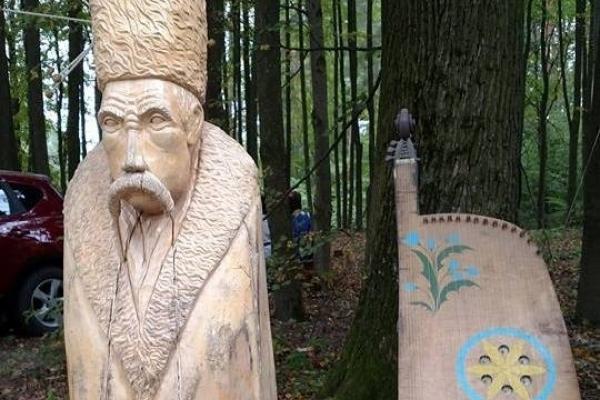 В Оржеві створили дерев'яного Шевченка (Фото)
