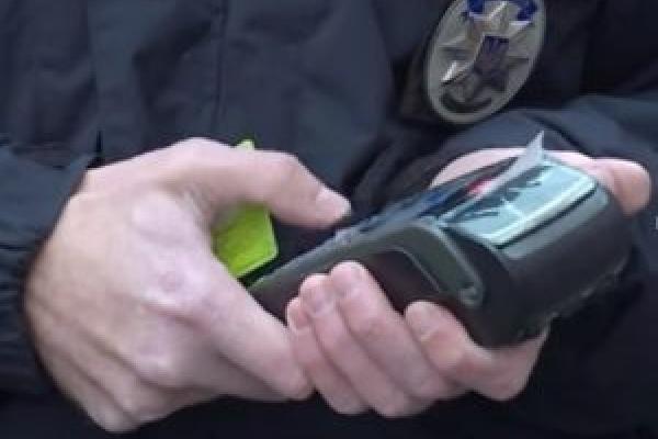 До уваги рівненських водіїв: штраф за порушення ПДР можна оплатити на місці