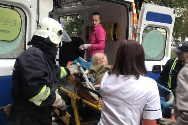 У Рівному немічну жінку рятували усі екстренні служби (Фото)