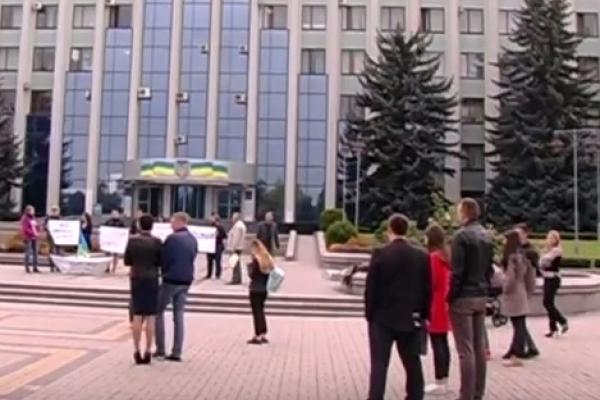 Біля Рівненської ОДА мітингували (Відео)