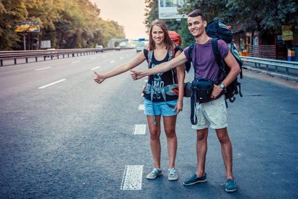 В Острозькій академії студентів навчають подорожувати автостопом