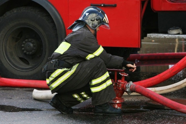У Рівному під час пожежі  врятовано 3-х та евакуйовано 33-х мешканців багатоповерхівки (Відео)