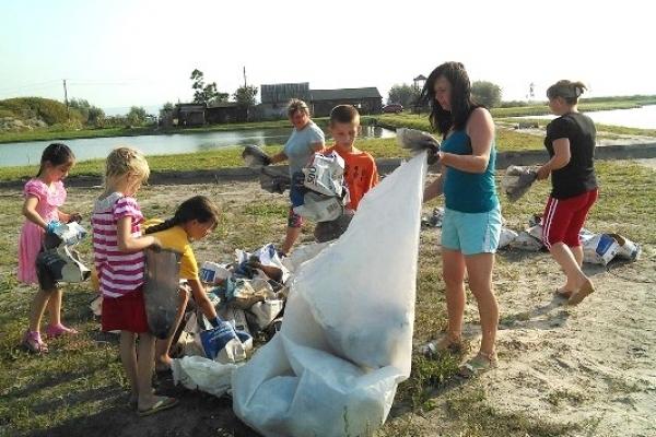 На Дубенщині селяни вчилися сортувати сміття і прибирали довкілля